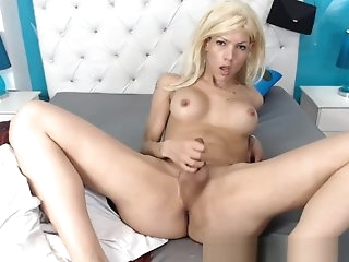 Hot Shemale Babe Nice Solo Jerking